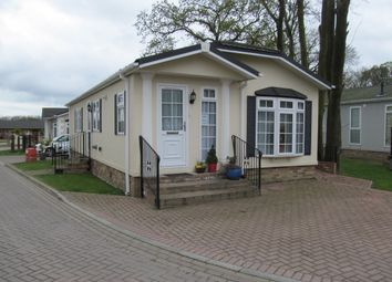 Thumbnail 2 bedroom mobile/park home for sale in Monks Drive, Pilgrims Retreat (Ref 5578), Harrietsham, Maidstone, Kent