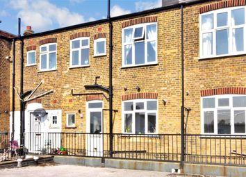 Snakes Lane, Woodford Green, Essex IG8. 3 bed maisonette