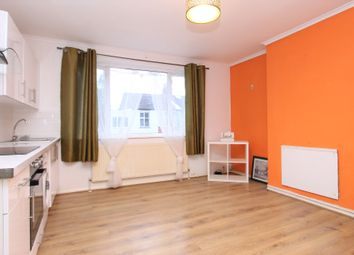 3 bed flat to rent in Tillotson Road, London N9