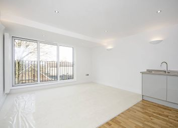 Thumbnail 2 bed flat to rent in Alston Road, High Barnet