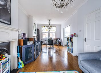 2 bed maisonette to rent in Garfield Road, London SW11