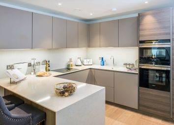 Thumbnail 3 bed flat to rent in Featherstone Street, London