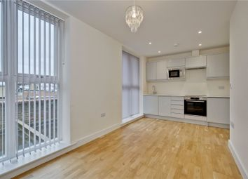 1 bed flat to rent in Brassey House, New Zealand Avenue, Walton-On-Thames, Surrey KT12