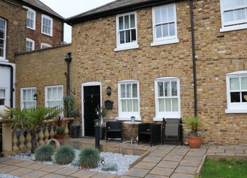 Thumbnail 2 bedroom maisonette to rent in Burford Street, Hoddesdon