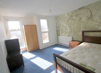 Thumbnail 3 bed flat to rent in Sussex Way, Isington