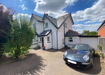 Auckland Road, Caterham CR3. 3 bed detached house