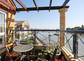 Thumbnail 4 bed flat to rent in Russell Close, Chiswick