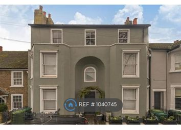 2 bed flat to rent in French Street, Sunbury-On-Thames TW16