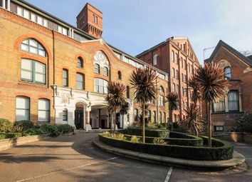 Fairfield Road, London E3. 2 bed flat for sale