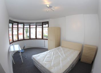 5 bed semi-detached house to rent in Barford Close, Hendon NW4