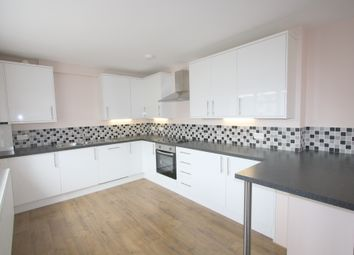 Thumbnail 2 bed flat to rent in Chapel House Street, London
