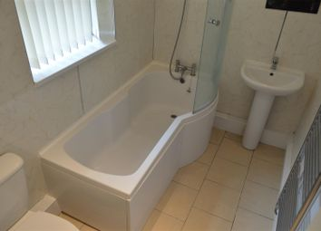 Thumbnail 1 bed flat to rent in Kings Road, Doncaster