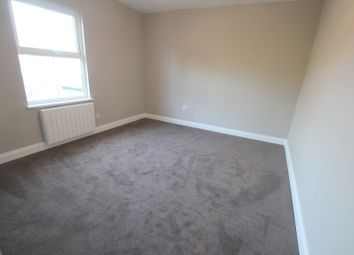 Thumbnail 2 bed flat to rent in Bergholt Road, Colchester