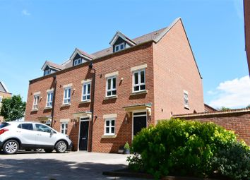 3 bed property for sale in Denman Drive, Newbury RG14