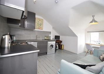 Thumbnail 1 bedroom terraced house to rent in Flat 5 124 Upper Clapton Road, Hackney