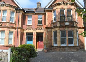 3 bed flat to rent in Inchmerry Road, London SE6