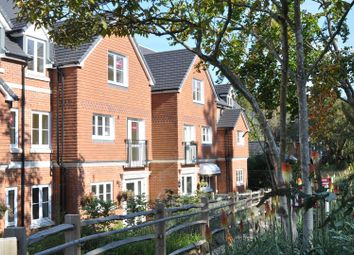 Thumbnail Flat for sale in Leatherhead Road, Ashtead