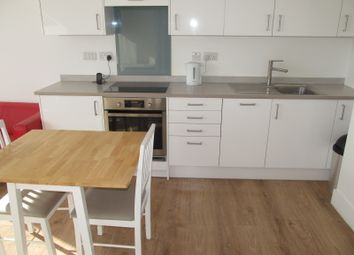 Thumbnail 1 bed flat to rent in Hanover House, Reading