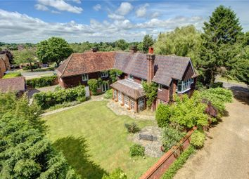 Thumbnail 6 bed detached house for sale in Chipperfield Road, Bovingdon, Hemel Hempstead, Hertfordshire