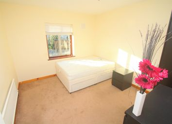Thumbnail Room to rent in Cascade Close, Buckhurst Hill