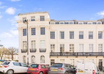 Portland Place, Kemptown, Brighton BN2. 2 bed flat for sale