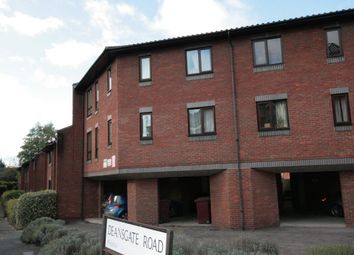 Thumbnail 1 bed flat to rent in Caxton House, Deansgate Road, Reading
