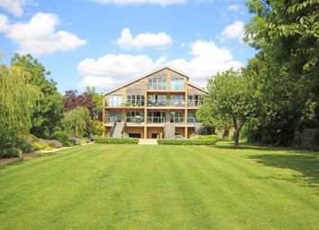 Thumbnail 2 bed flat to rent in Hampton Court Road, East Molesey