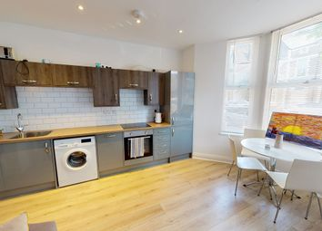 2 bed flat to rent in Connaught Road, Cardiff CF24