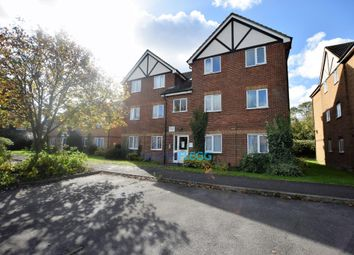 Thumbnail 1 bed flat to rent in Common Road, Langley, Slough