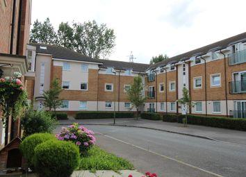 Thumbnail 2 bedroom flat to rent in Eddington Crescent, Welwyn Garden City