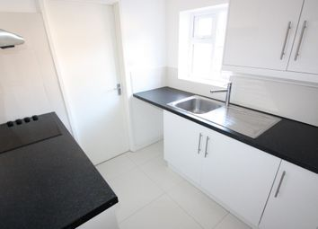 Thumbnail 1 bed flat to rent in Chelsham Road, South Croydon