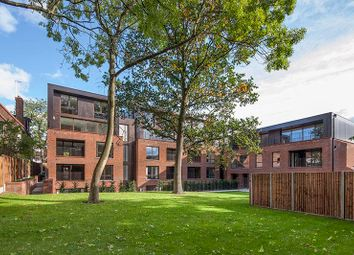 Finchley Road, Golders Green, London NW11. 2 bed flat for sale