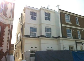 2 bed flat to rent in Boundary Road, Hove BN3