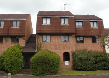2 bed flat to rent in Victoria Street, Slough SL1