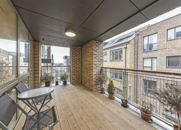 2 bed flat for sale in Charles Street, London N19
