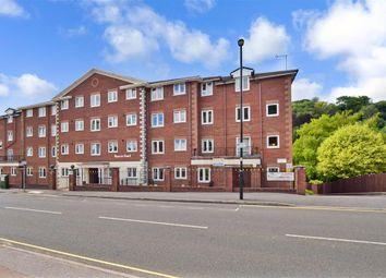 Croydon Road, Caterham, Surrey CR3. 2 bed flat