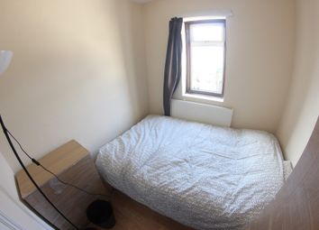 Thumbnail Room to rent in First Avenue, London