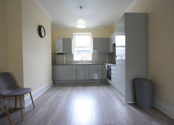 Thumbnail 1 bed flat to rent in Hamilton Road, Wimbledon