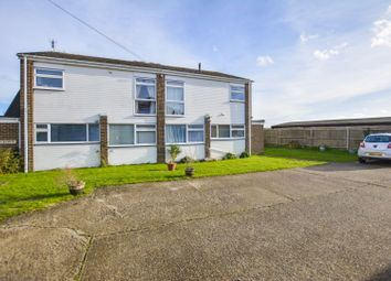 Thumbnail 2 bed maisonette for sale in Ivy Close, Maidenhead