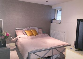 Thumbnail Property to rent in Weltje Road, Hammersmith, London
