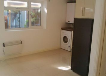 1 bed flat to rent in Tangmere Gardens, Yeading, Hayes UB5