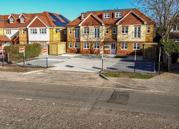 London Road, Aston Clinton, Aylesbury HP22. 2 bed flat for sale