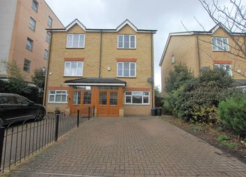 4 bed semi-detached house to rent in Fieldhouse Close, London E18