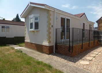 1 bed mobile/park home for sale in Ferry Avenue, Staines TW18