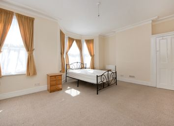 Thumbnail 3 bed flat to rent in Amott Road, London