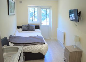 Uplands Road, Room 3, Woodford Green IG8. Studio to rent          Just added