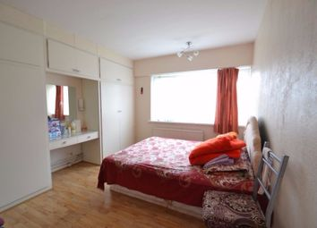 Thumbnail 3 bedroom flat to rent in Clarence Avenue, Ilford