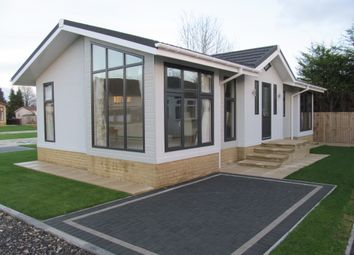 Thumbnail 2 bed mobile/park home for sale in Duvall Park (Ref 5762), Upper Heyford, Bicester, Oxfordshire