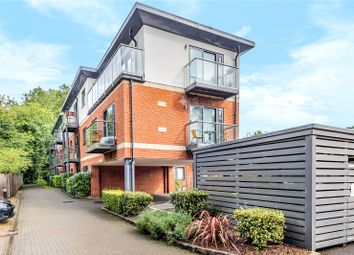 Walkers House, Caravan Lane, Rickmansworth, Hertfordshire WD3. 2 bed flat