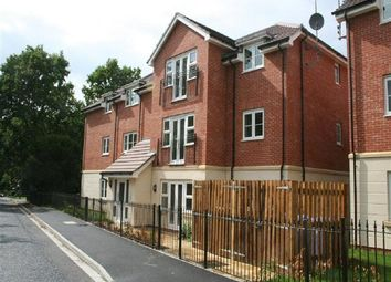 Thumbnail 2 bed flat to rent in Waterloo Road, Crowthorne